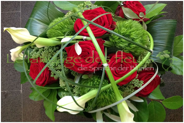 Flowers Munich, Bouquet of red roses white calla