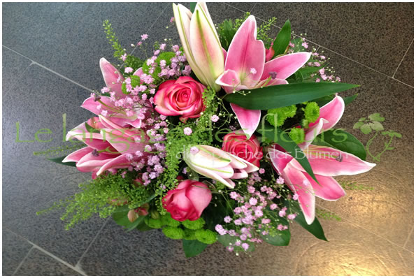 Flowers Munich, Bouquet with pink lilies